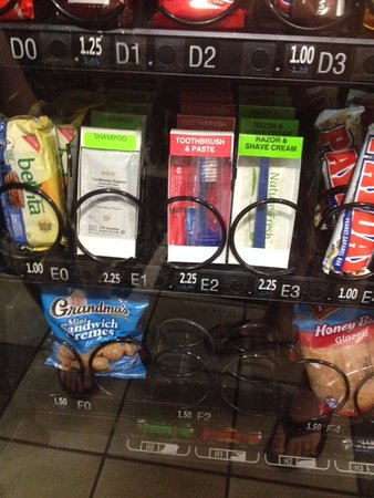 Motel 6 Orlando International Drive: Shampoo in Vending Machine