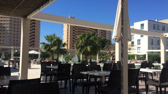 Caballero Hotel : Terras bij het zwembad