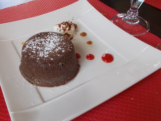 Perreux, Francia: fondant au chocolat chaud..