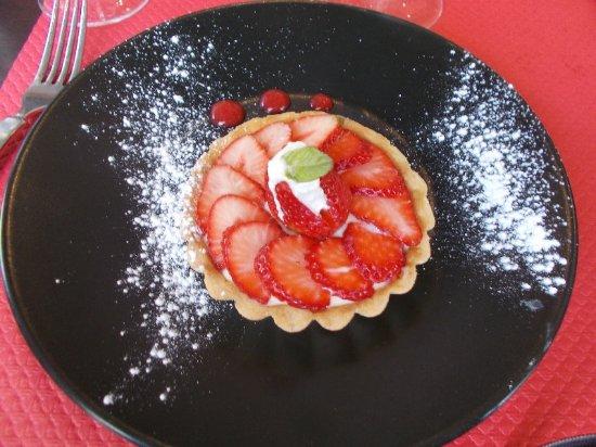 Perreux, Francia: tarte aux fraises ...