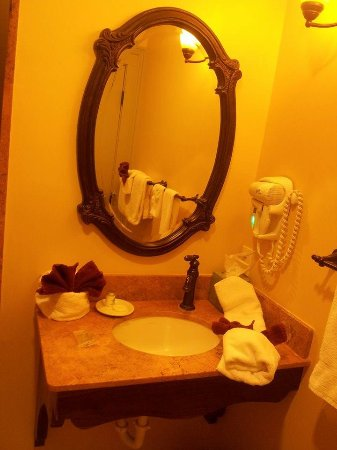 Del Norte, CO: nice bathroom decoration