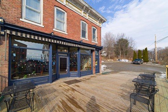 Port Henry, NY: Red Brick Cafe outdoor patio