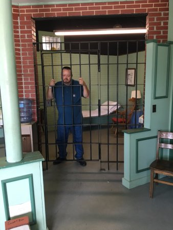 Mount Airy, NC: Get your photo taken in the Mayberry jail!