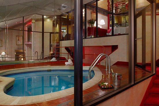 Marshalls Creek, PA: Champagne Tower Suite Pool