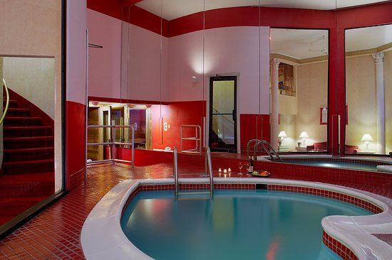 Marshalls Creek, PA: Roman Tower Suite Pool Area