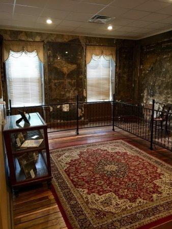 Old Talbott Tavern: Jesse James room