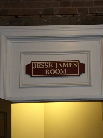Old Talbott Tavern: Jesse James suite