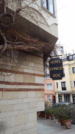 Hotel Empress Zoe: Exterior