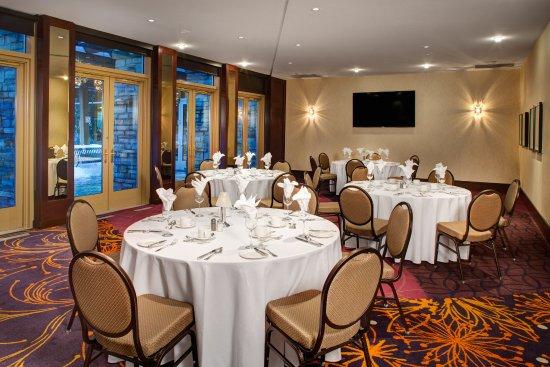 Meeting Space - Salon Jardin Banquet Style