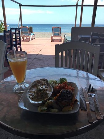 Mero, โดมินิกา: Fish meal, local juice and an incredible view!