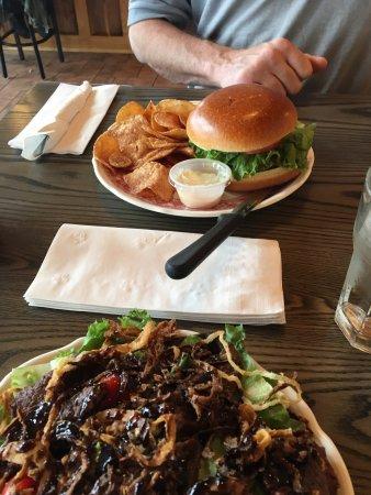Μασένα, Νέα Υόρκη: Burger & salad