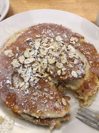 Geneva, IL: HONEY BUN PANCAKES!