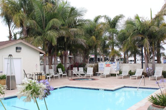 O'Cairns Inn & Suites: Pool and Spa