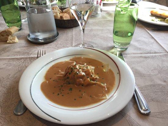 Limay, Francia: Raviole d'écrevisses aux légumes confits, sauce homard