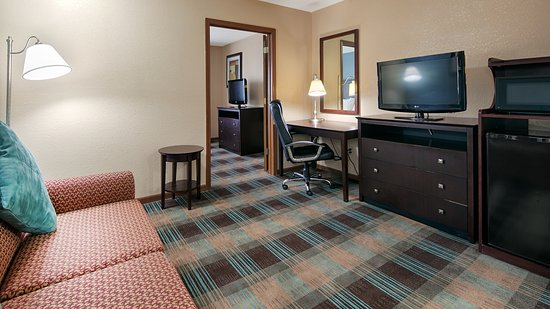 Danville, IL: Suite Room With Pullout Couch