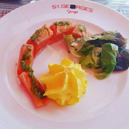 Brasserie Le Saint-Georges : Saumon saumuré mousse de safran et mesclun