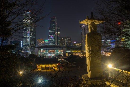 Photo of Monument / Landmark Bongeunsa Temple at 강남구 삼성동 73, Seoul 135-090, South Korea