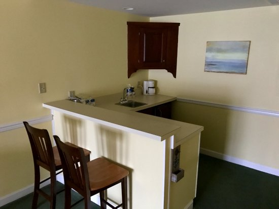 St. Michaels Harbour Inn Marina & Spa: Kitchenette of Waterfront Queen Suite