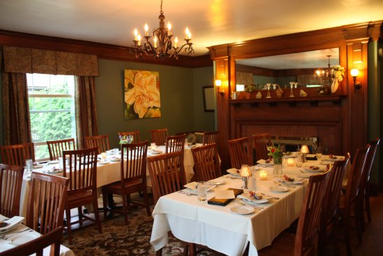 Fryeburg, ME: Group Dining at Oxford House Inn & Restaurant