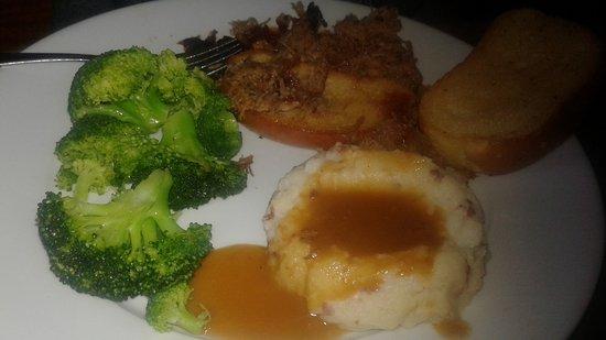 ลิทัวเนีย, จอร์เจีย: Lunch awesome burgers. Pull pork needs some seasoning outside of sauce on table. Pretty good ser
