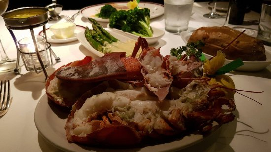 Chops Lobster Bar : Maine Lobsters.