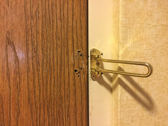 Quality Suites: Room#117 was missing half of security lock on main door and missing the internal latch of the do