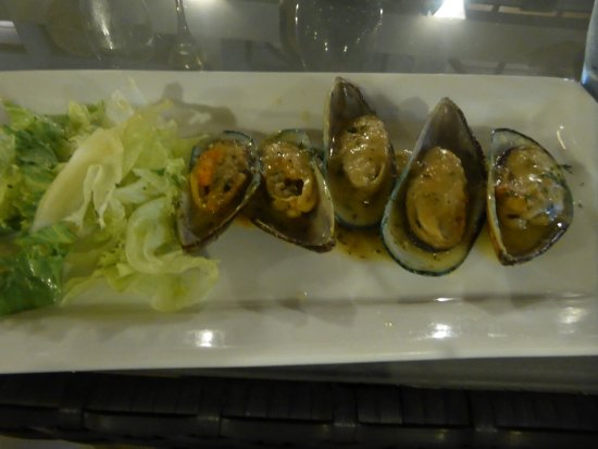 The Normandie Hotel & Conference Centre: New Zealand Mussels