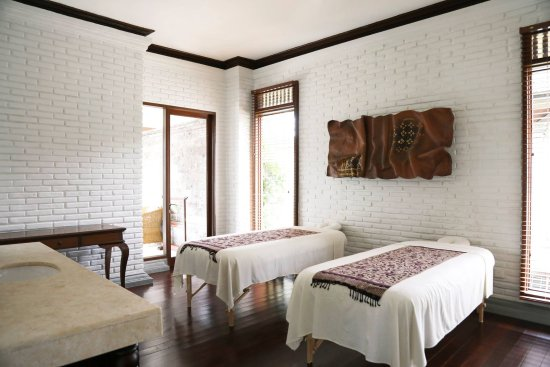 The Chedi Club Tanah Gajah, Ubud, Bali – a GHM hotel: Our very own spa room in the villa. The treatments were AMAZING!!