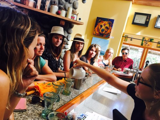 Cobble Hill, Canadá: Guided tastings at the bar