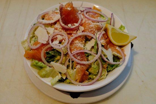 Sutton, Canada: Salade Cesar au saumon