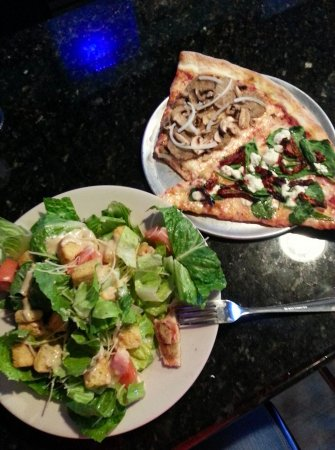 Hampstead, NC: pizza and salad