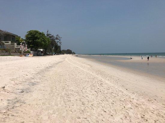 The Lapa Hua Hin Hotel: Otroligt fin strand