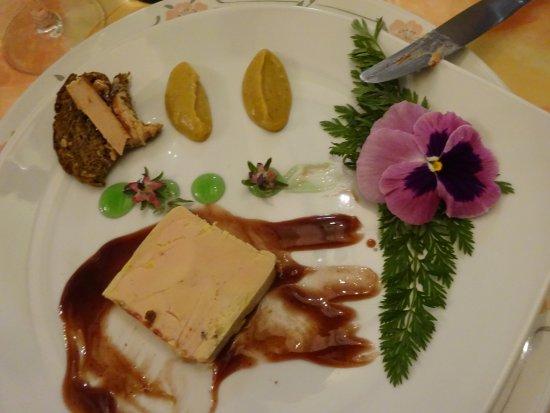 Troo, France : foie gras sur réduction de pineau et diverses saveurs