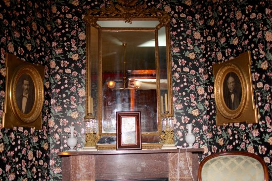 Delavan, WI : Mirror on top of our ensuite fireplace