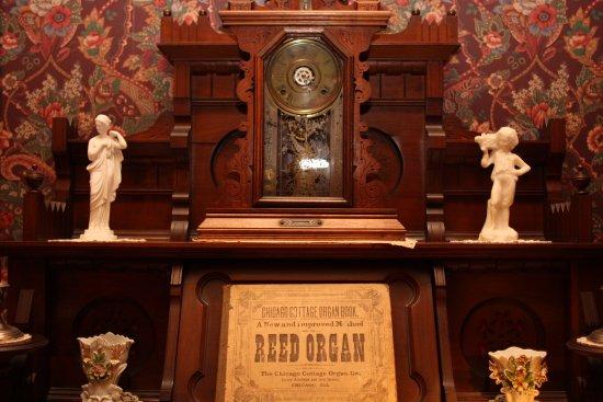 Delavan, WI: Reed organ