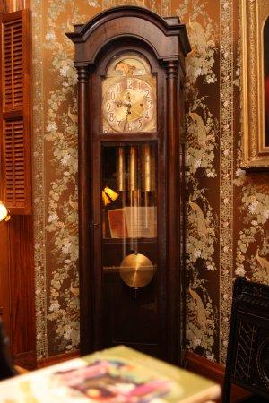 เดลาแวน, วิสคอนซิน: Grandfather clock