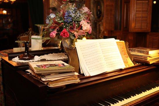 Delavan, WI: Grand piano