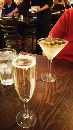 Patzeria Family & Friends : Prosecco, Dirty Martini - exterienced and good bartender