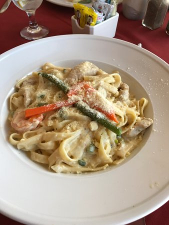 Maria's by the Sea: Chicken and Shrimp fettuccine