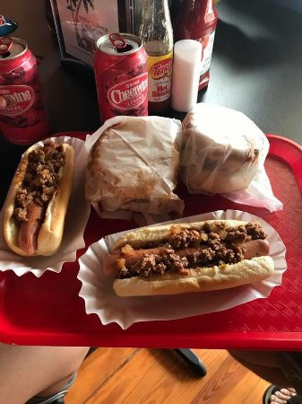 Hiram, Georgien: Willie T's Dawgs & Burgers