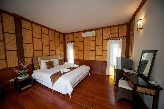 San Kam Phaeng Lake View Resort