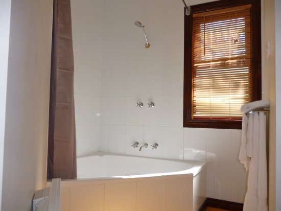 Port Sorell, Australia: Provence Suite Spa Bath