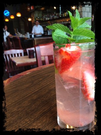 Franklin, KY: Strawberry Gin Fizz