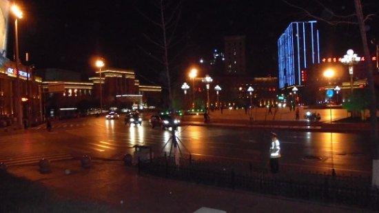 Shenyang Zhongshan Square: 3/31, 瀋陽中山広場、19時過ぎ