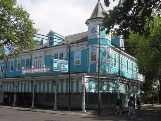 Commander 39 s palace restaurant picture of garden district - Garden district new orleans restaurants ...