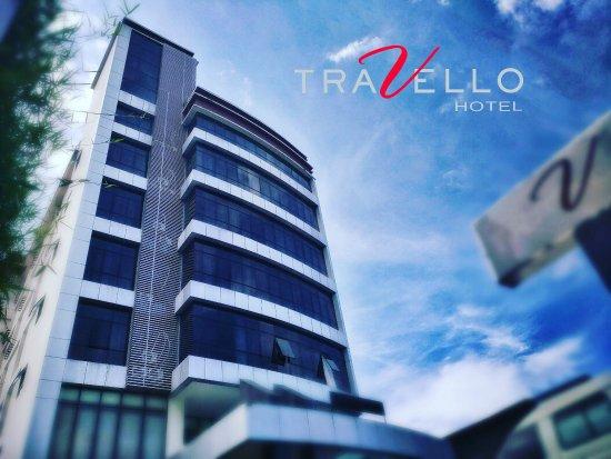 Travello Hotel Manado: Building (front)