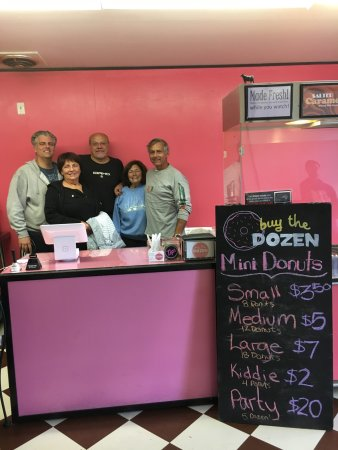 Moskva, ID: Buy the Dozen is a family owned store, and here is some of our family in from the east coast to