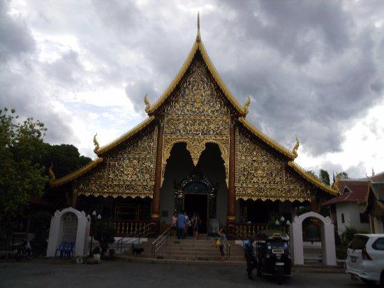 Wat Chiang Man: きれいな本堂です
