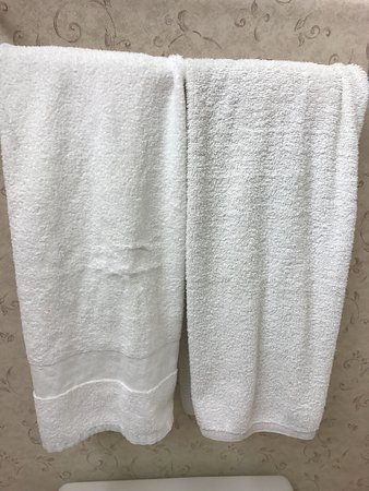 Fords, NJ: Bath towels do not match and look worn