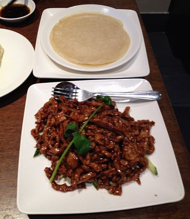 Shredded pork in hoisin sauce with crepes - Picture of